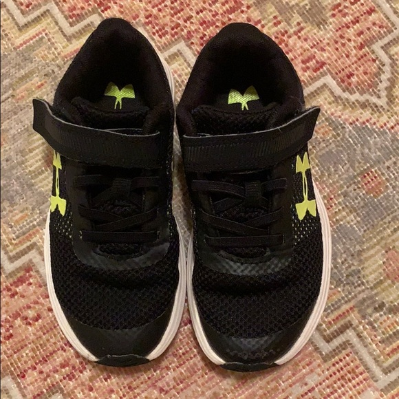 Under Armour Shoes   Boys Running Size